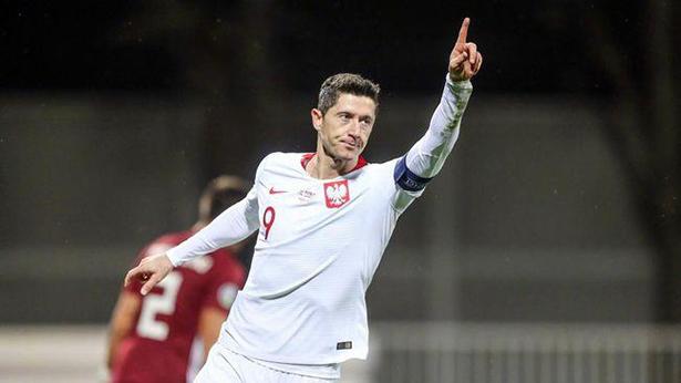Lewand, de 33 años, golpea 00 después de correr en el entretiempo, asiste + anota, Polonia gana 4-1